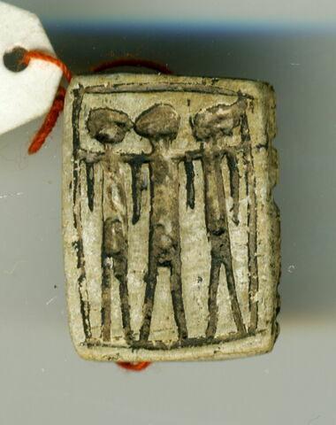 scaraboïde ; perle en pastille rectangulaire