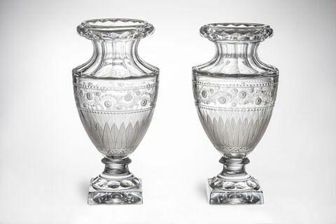 Vase ovoïde, d'une paire