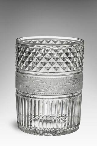 Gobelet cylindrique taillé et gravé