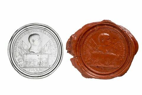 Empreinte en cire, correspondant à un médaillon en verre