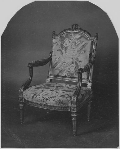 Fragments anciens et modernes de la garniture des fauteuils de la chambre de Marie-Antoinette à Saint-Cloud : soie à fleurs et fougères