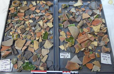 vase, récipient, fragment ; anse, fragment ; couvercle, fragment ; élément de construction, fragment