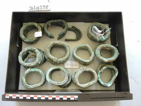 bracelet ; plusieurs