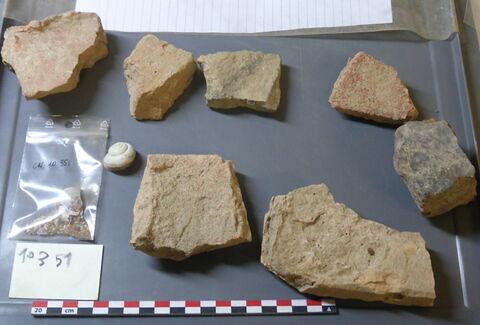 élément de construction, fragment ; carreau, fragment ; escargot, fragment ; tuile, fragment