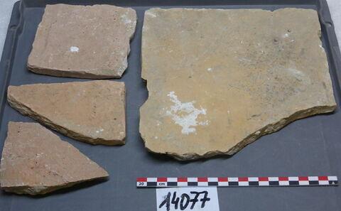 élément de construction, fragment ; tuile, fragment ; carreau, fragment