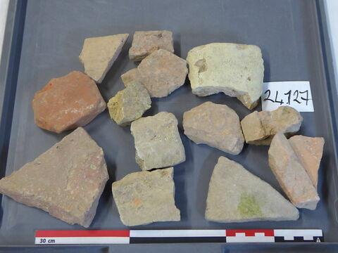 tuile, fragment ; carreau, fragment ; brique, fragment