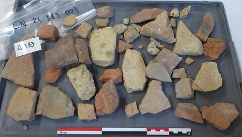 tuile, fragment ; brique, fragment ; objet indéterminé, fragment