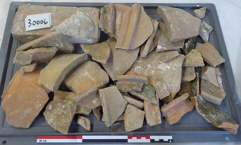 canalisation ; vase, récipient, fragment ; brique