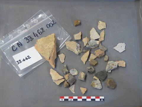 tuile, fragment ; brique, fragment ; objet indéterminé, fragment ; vase, récipient, fragment