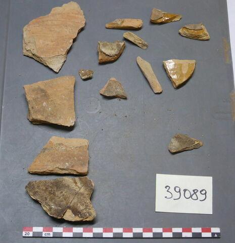 élément de construction, fragment ; objet indéterminé, fragment