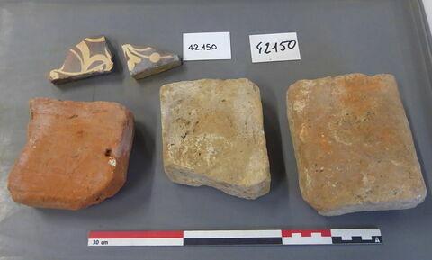 brique, fragment ; carreau, fragment