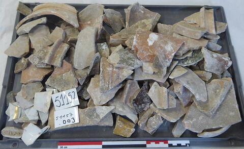 canalisation ; vase, récipient, fragment ; tomette, fragment