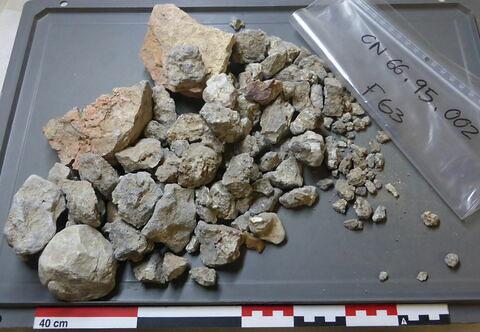 élément de construction, fragment ; caillou