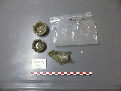 bouchon ; verre creux, fragment