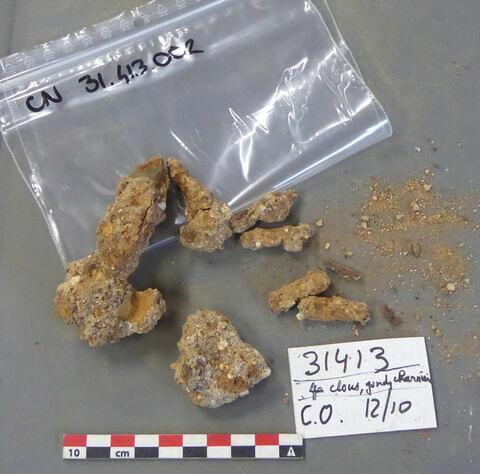 clou, fragment ; ferrure, fragment