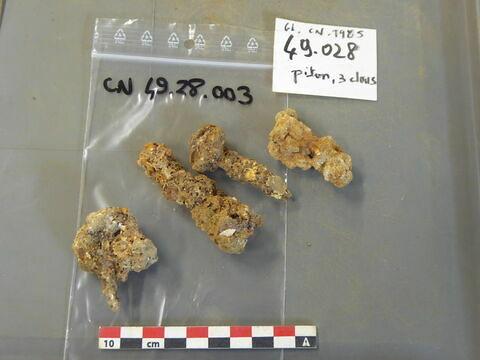 piton, fragment ; clou, fragment