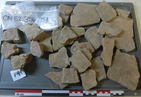 tuile, fragment ; élément de construction, fragment ; carreau, fragment
