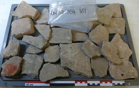 tuile, fragment ; élément de construction, fragment ; brique, fragment