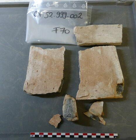 tuile, fragment ; élément de construction, fragment