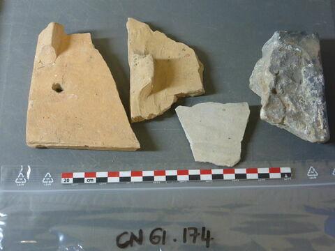 carreau, fragment ; tuile, fragment