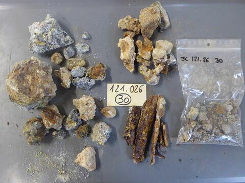 scorie ; tige fragment ; clou, fragment ; objet indéterminé, fragment