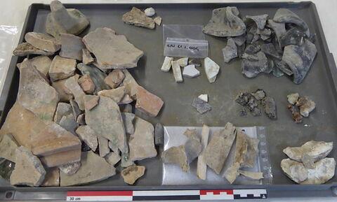 tuile, fragment ; vase, récipient, fragment ; reste animal, os ; reste animal coquillage, fragment ; clou, fragment ; scorie ; élément de construction, fragment
