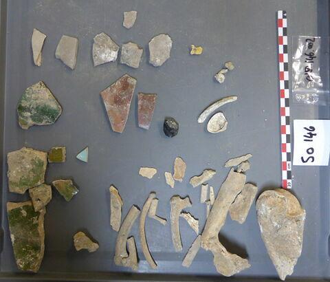 objet indéterminé, fragment ; reste animal, os ; reste animal coquillage, fragment ; reste organique et minéral, produit naturel et déchet industriel