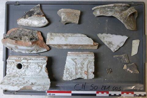 vase, récipient, fragment ; brique de poêle, fragment