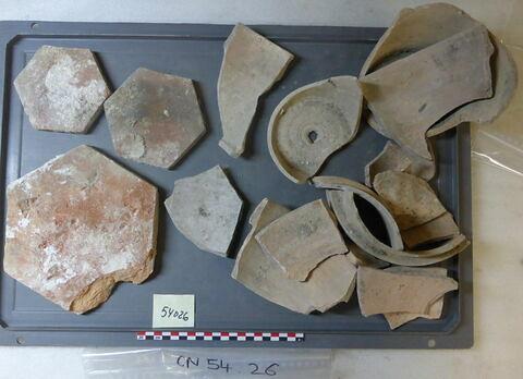 tomette, fragment ; vase, récipient, fragment