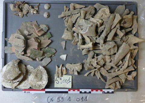 vase, récipient, fragment ; objet indéterminé, fragment ; clou ; reste animal, os ; reste animal, dent ; reste animal coquillage, fragment ; escargot ; escargot, fragment