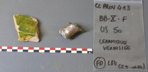 plat, fragment ; marmite, fragment