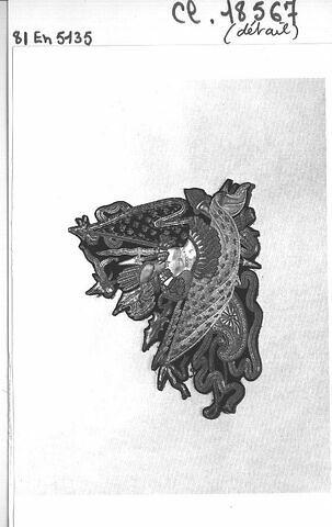 Elément de broderie détaché d'un manteau de l'ordre du Saint-Esprit commandé par Louis XVIII
