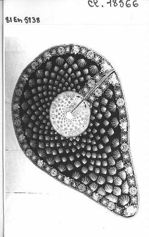 Elément de broderie détaché d'un manteau de chevalier du Saint-Esprit commandé par Louis XVIII.