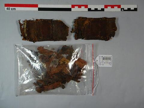 Eléments en cuir provenant d'un harnais