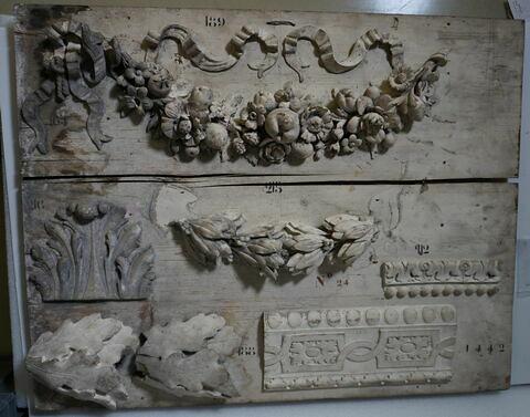 panneau d'échantillons ; bas-relief