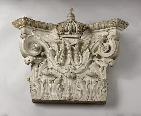 chapiteau de pilastre ; bas-relief