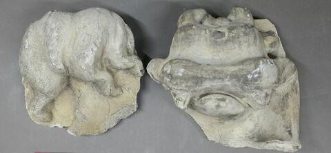 chapiteau de pilastre, fragment ; haut-relief
