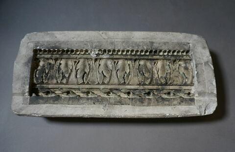 élément mouluré ; moule à bon creux à pièces ; empreinte en creux