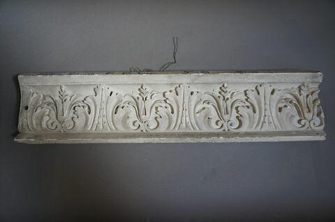 élément mouluré ; bas-relief