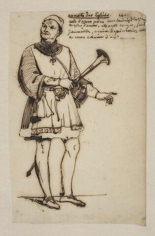 Personnage en costume du Moyen-Âge tenant une trompette