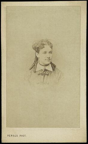 Portrait-carte de Marie Lassalle en buste
