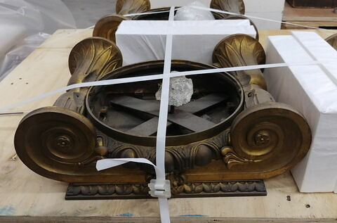 Chapiteau ionique en bronze doré