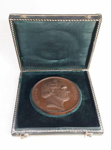 Comte Jean Nigra, médaille dans un écrin