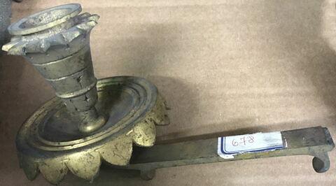 Porte-bougie en métal doré