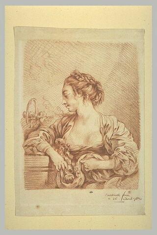 Jeune femme, vue en buste, tournée vers la gauche