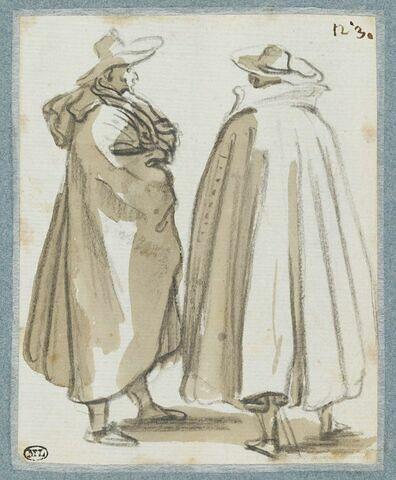 Deux hommes debout, couverts de manteaux, s'entretenant