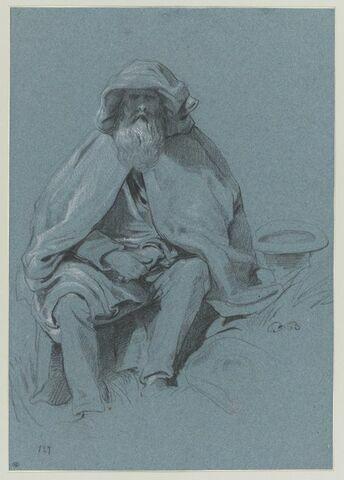 Vieil homme assis, vêtu d'une cape