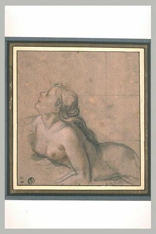 Une Néréïde couchée regardant en haut