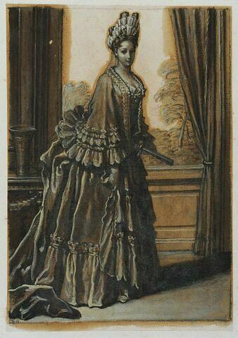 Une dame de la cour debout, un éventail dans la main gauche