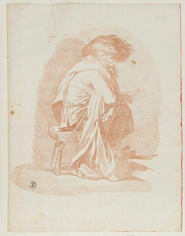 Soldat coiffé d'un bonnet de fourrure et se chauffant